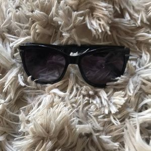 Accessories - Kenneth Cole sunglasses